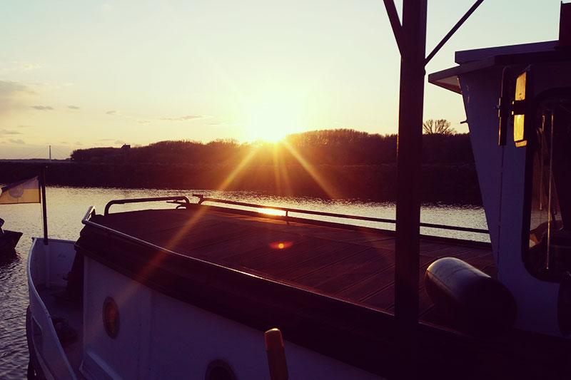 Die MS Carnuntum auf der Donau mit Passagieren